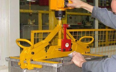 Pince automatique pour caisse métallique 150kg